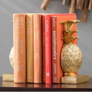 Beachcrest Home Gustave Resin Decorative Book Ends BCMH1937